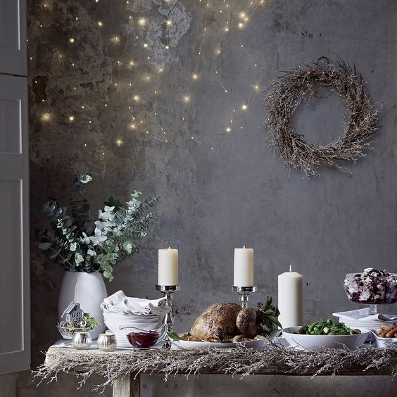 candele e stelle bianche