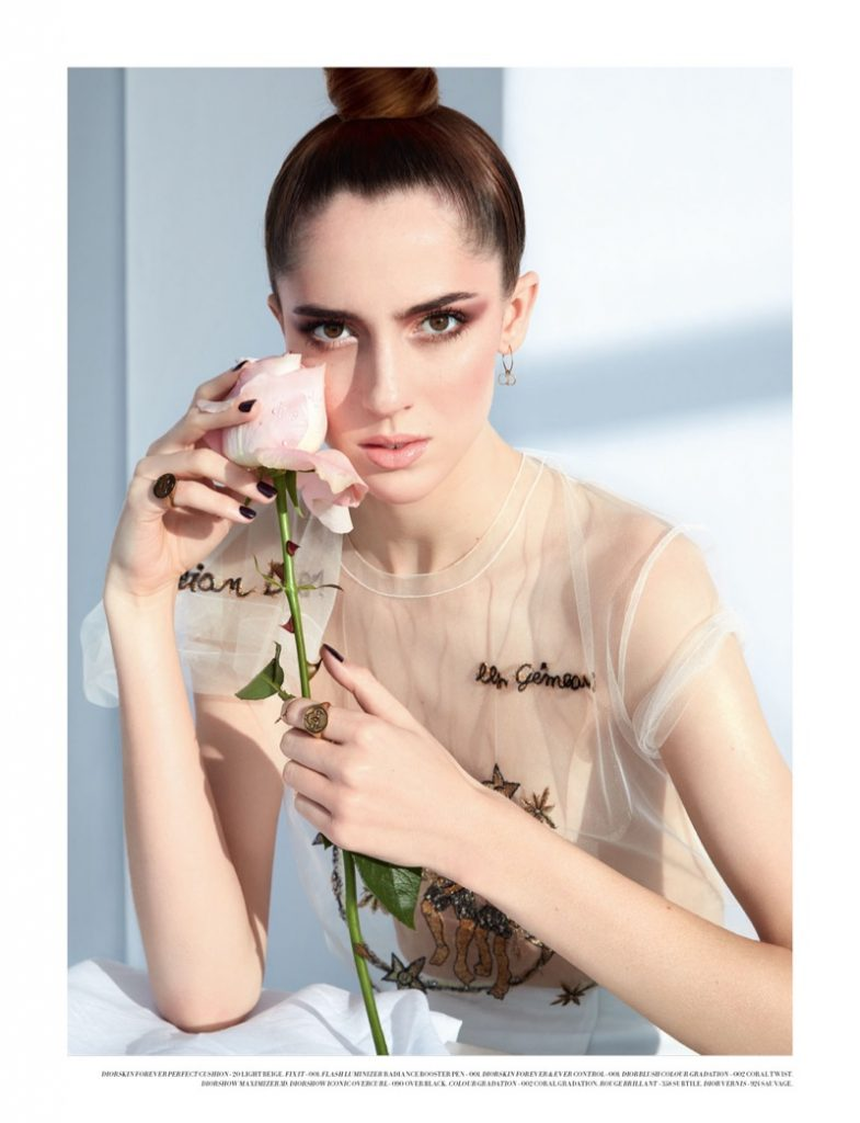 Teddy Quinlivan indossa top e gonna Dior