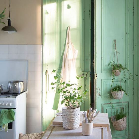 friday-finds-le-chateau-de-dirac-cucina