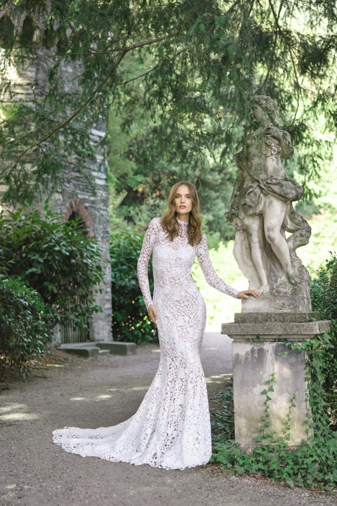 00003-monique-lhuillier-new-york-bridal-fall-2020-credit-kt-merry