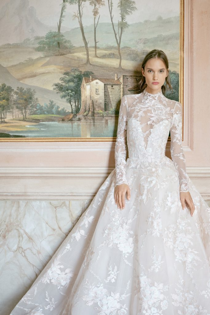 00005-monique-lhuillier-new-york-bridal-fall-2020-credit-kt-merry