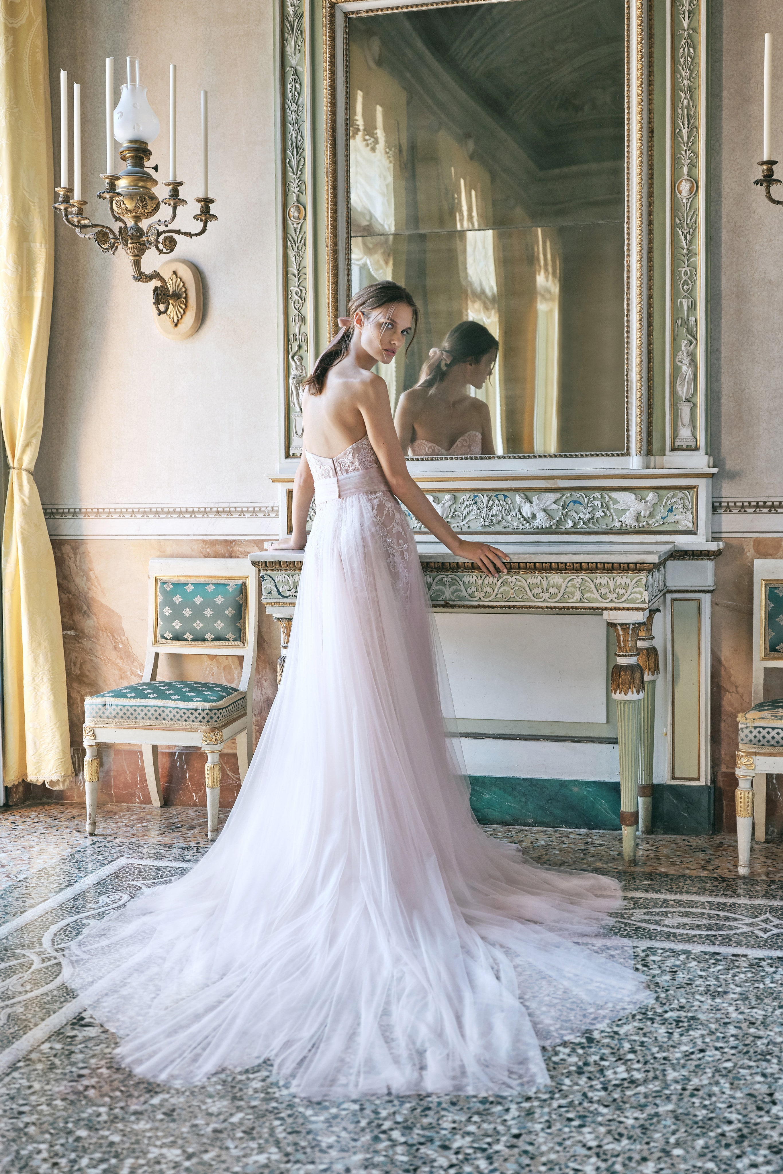 00008-monique-lhuillier-new-york-bridal-fall-2020-credit-kt-merry