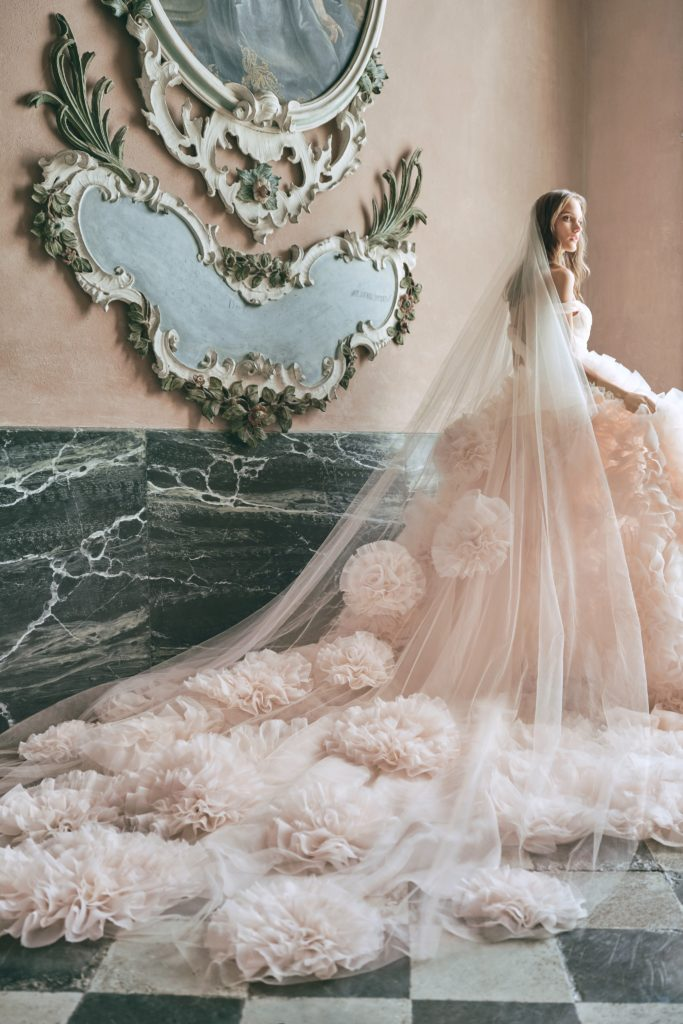 00012-monique-lhuillier-new-york-bridal-fall-2020-credit-kt-merry