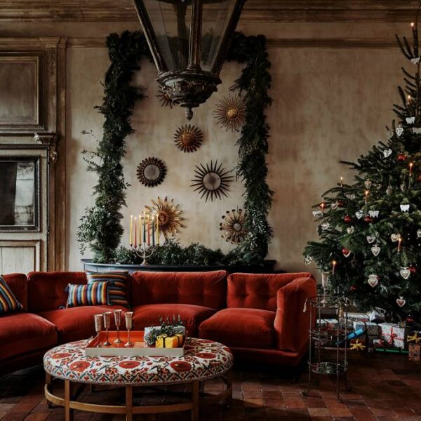 Ph via  https://www.houseandgarden.co.uk/gallery/christmas-decorations